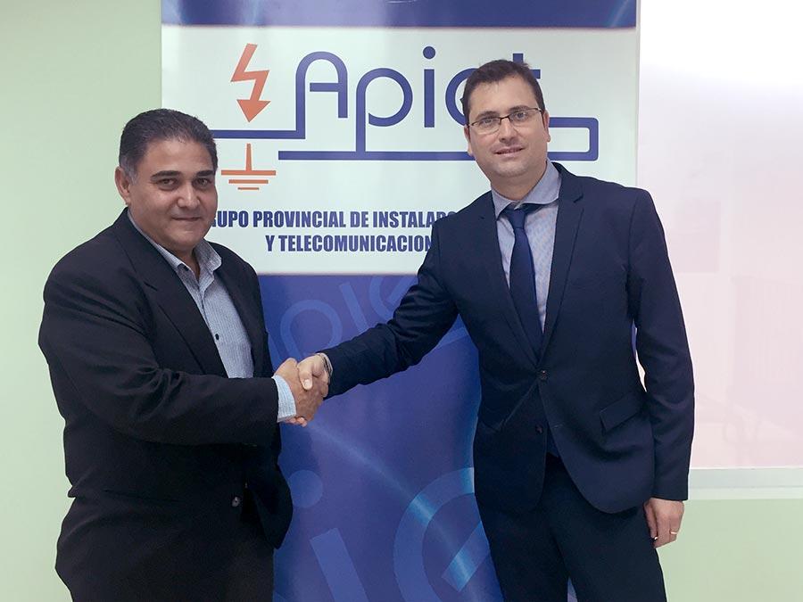 Convenio entre Arcodatos y la Asociación provincial de Instaladores Electricistas de Toledo (APIET)